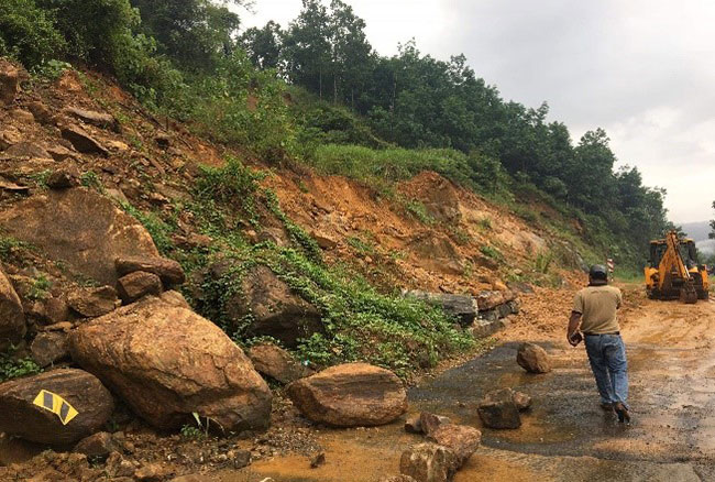 Landslide early warning issued for 7 districts