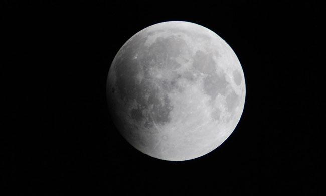 Penumbral lunar eclipse on June 5