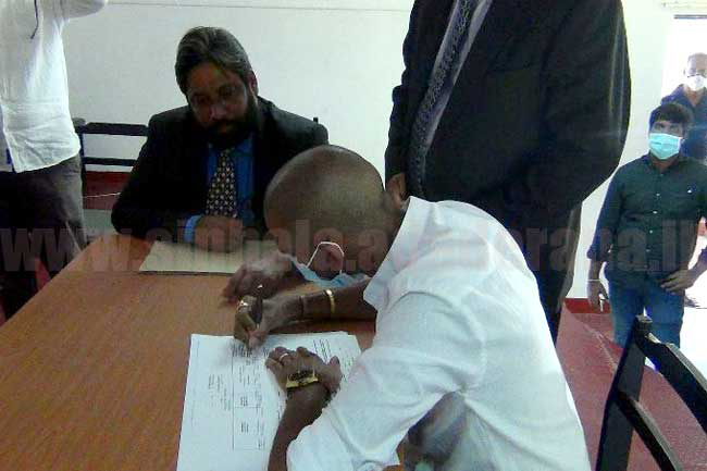 Jeevan Thondaman signs nomination papers to contest General Election
