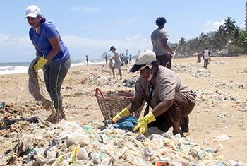 Beach clean-up at Mount Lavinia & Dehiwala…