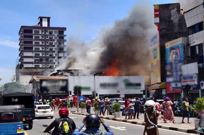 Fire sweeps through row of shops in Wellawatte