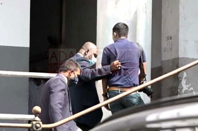 IP Neomal Rangajeewa manhandles a photojournalist at HC