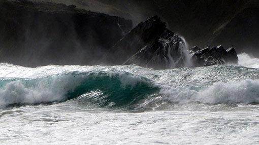 Met Dept warns of rough seas & strong winds