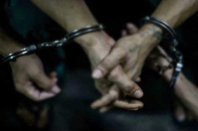 Two including crime gang member arrested in Mathugama