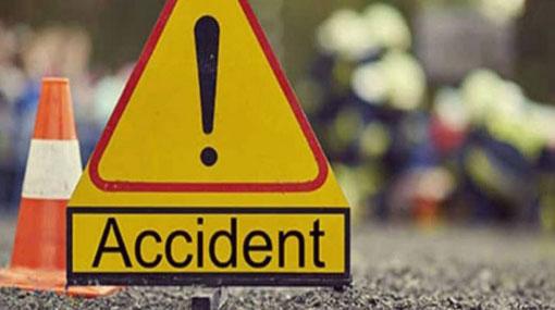 Three killed in lorry-three wheeler collision