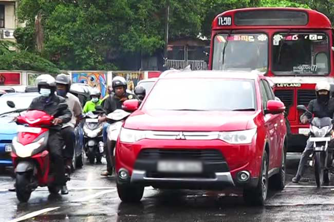 Heavy traffic in Colombo due to rain