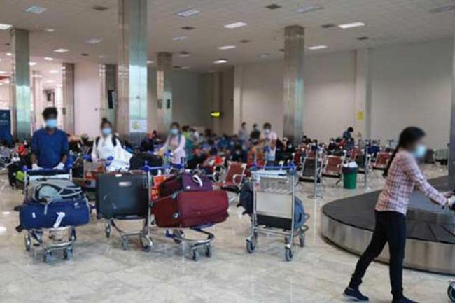 More than 260 stranded Sri Lankan expats return