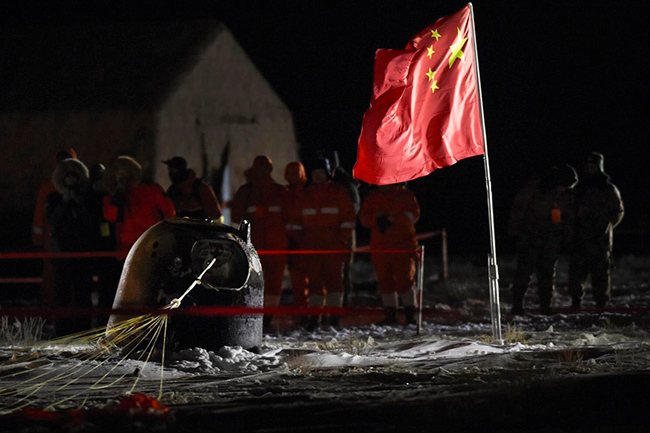 China's lunar capsule returns to Earth with new moon samples