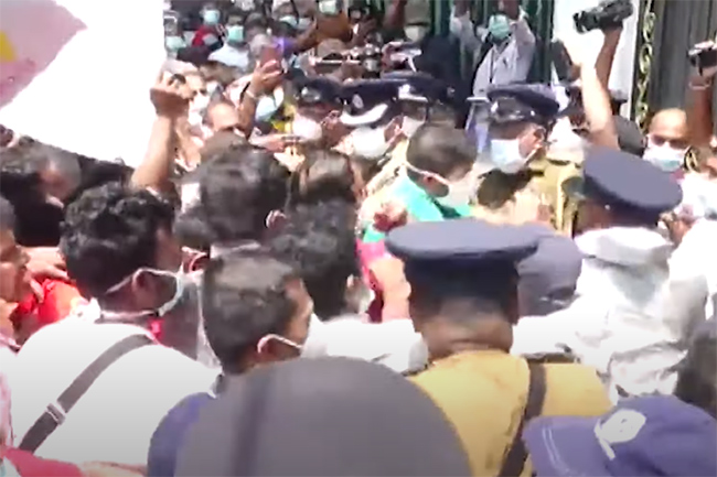 Protesting health workers forcibly enter Health Ministry premises