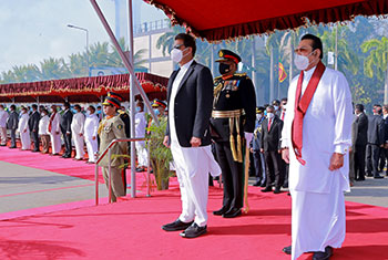 Pakistani PM arrives in Sri Lanka...