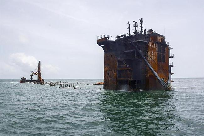 Sinking X-Press Pearl Image