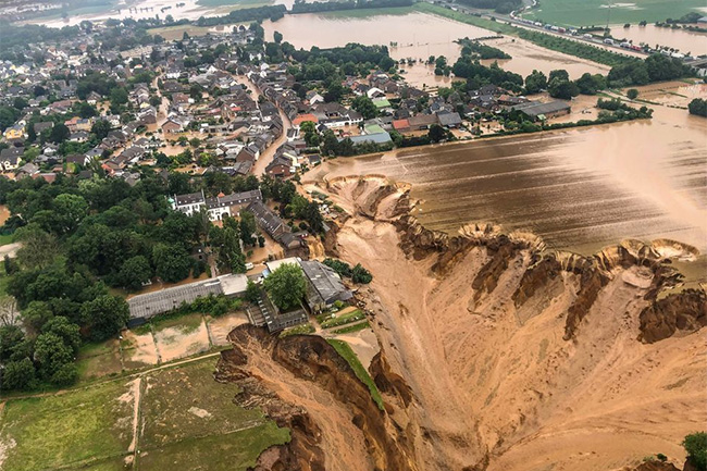 Europe floods: At least 120 dead, more than 1,000 unaccounted for