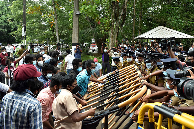 Maharagama OIC critically injured amidst IUSF protest