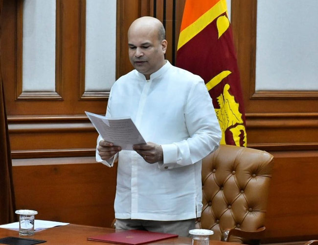 Milinda Moragoda presents credentials to President of India