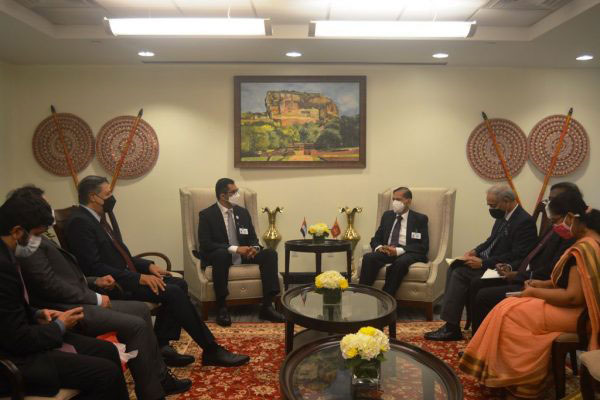 Sri Lanka requests UAE assistance regarding purchase of oil
