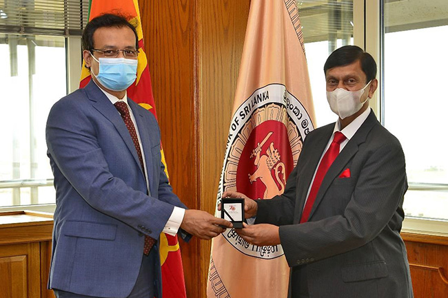 Sri Lanka, Bangladesh discuss using Colombo Port for Bangladesh exports