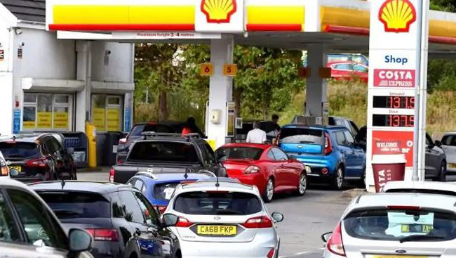 British army put on standby to help ease fuel supply crisis
