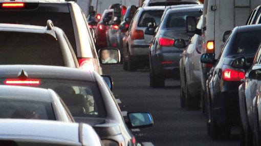 Traffic jam in Kadawatha due to pipeline burst